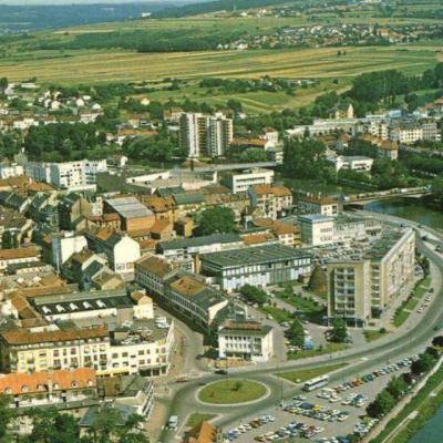Ville de Sarreguemines avec les cheminées en arrière plan